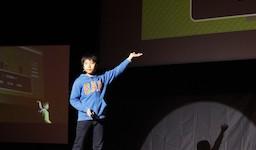 シーエー・アドバンスとCA Tech Kids、沖縄県で小学生プログラマーの成果発表会を開催 〜自作のiPhoneアプリやWebアプリを630名の前でプレゼンテーション〜